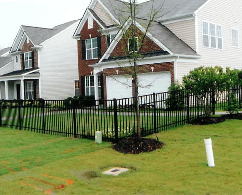Residential Aluminum Fencing: 4' Flat Top