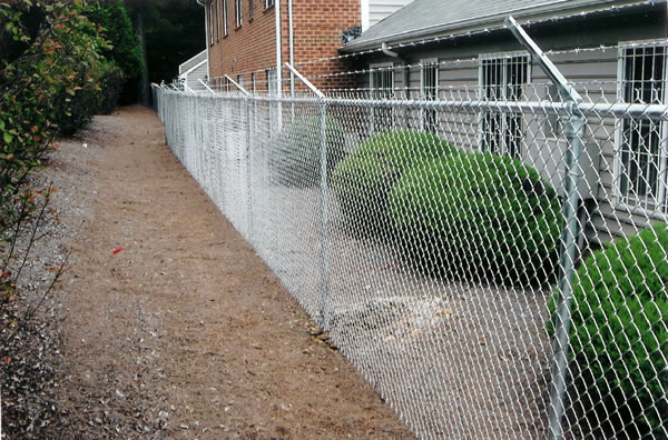 Commercial chain link fortress fencing